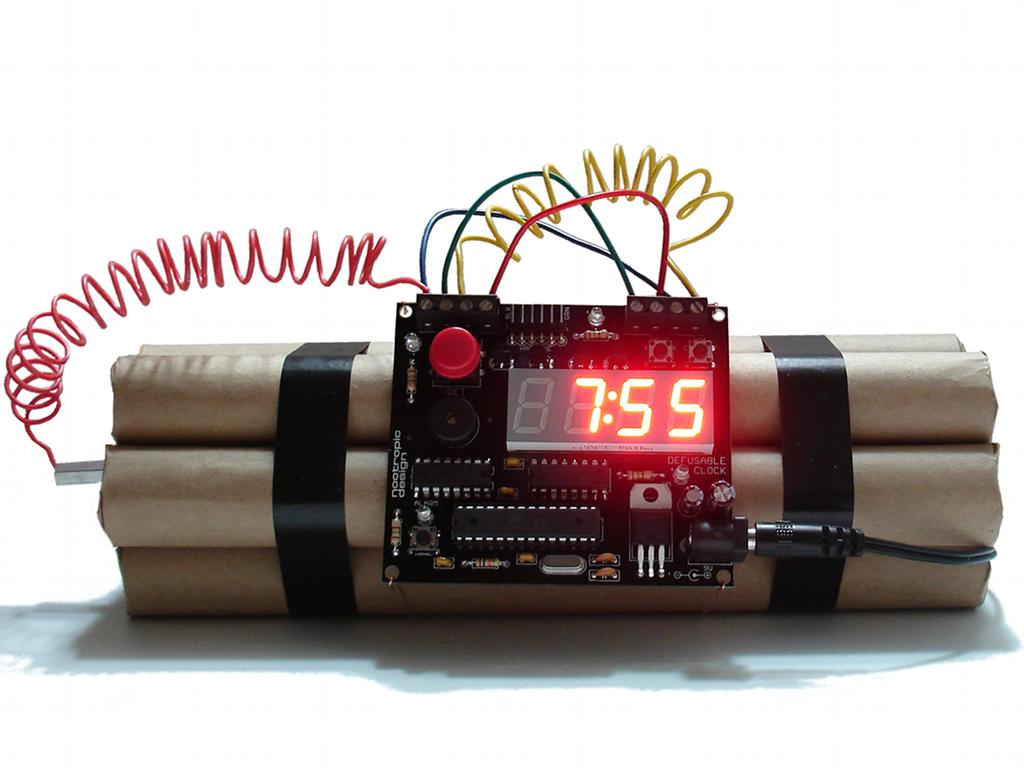 hatástalanítható dinamit formájú bomba ébresztőóra